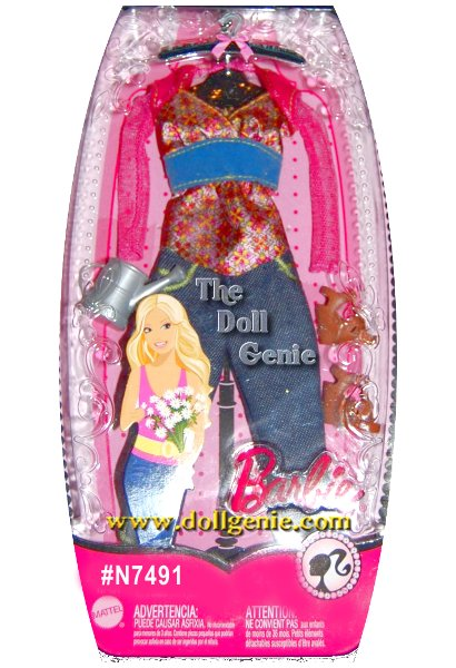 Barbie Fashion pack with Jeans, Pretty Floral Blouse, Sprinkle Can and Shoes