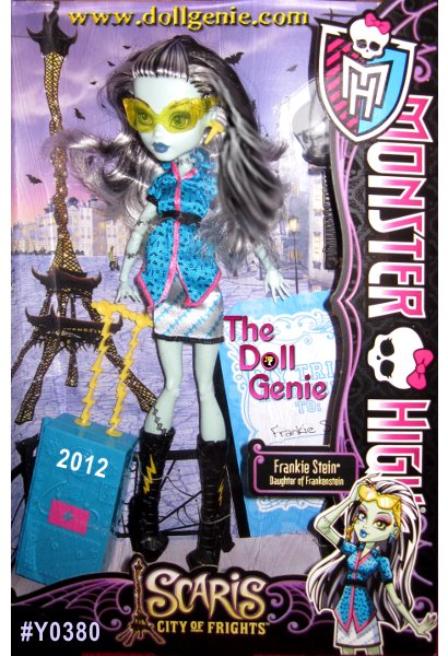 Frankie Stein Scaris City of Frights -The ghouls of Monster High are hitting the skies for their first trip abroad together in monster style! Their destination is the infamous hometown of Rochelle Goyle. A popular destination for jet-setting ghouls, Clawdeen Wolf, Frankie Stein and Rochelle Goyle meet two new friends while traveling the city: Skelita Calaveras and Jinafire Long. With their funky fashions and journaling ways, they fit right in with the Monster High crew. Each doll wears a new travel outfit complete with jewelry and comes with a rolling suitcase and travel journal or sketchbook to capture those memorable moments. Also includes hair brush and doll stand for picture-perfect snapshot poses.